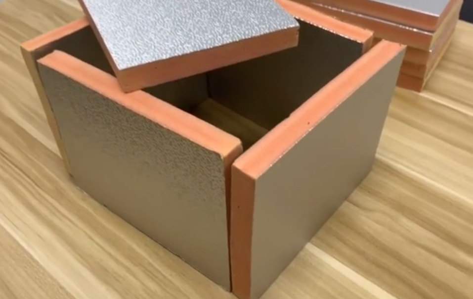 Phenolic pre-insulated duct panel